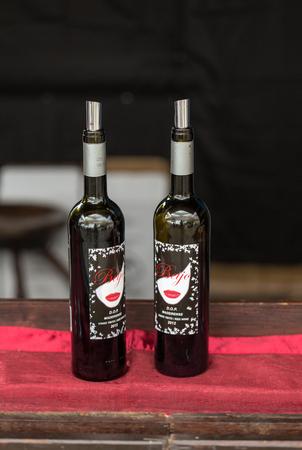 ワイン生産者を奨励するマデイラの中に彼らのワインの試飲ワイン ポルトガル、マデイラ、フンシャルのフェスティバルでフンシャル、マデイラ、P
