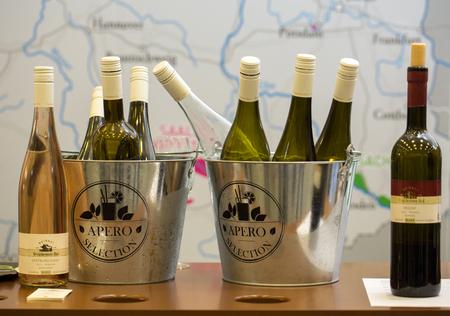 クラクフ、ポーランド - 2016 年 11 月 17 日: クラクフの国際ワイン貿易の公正な ENOEXPO。世界各地からのワインの生産者は、輸入業者、ディストリビュ