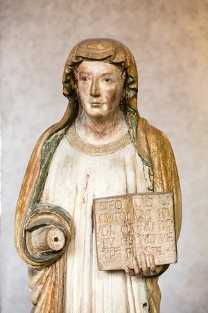 VERONE ITALIE - 1er MAI 2016: Statue de femme au musée de Castelvecchio. Vérone, Italie Banque d'images - 79727285