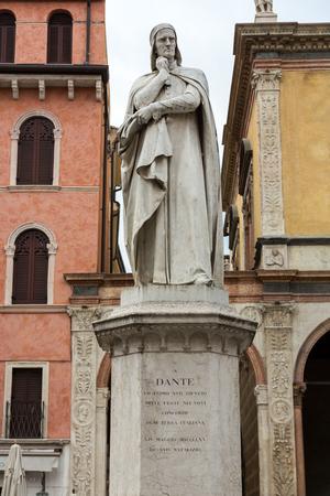 bard: Dante Alighieri Statue at Piazza dei Signori in Verona