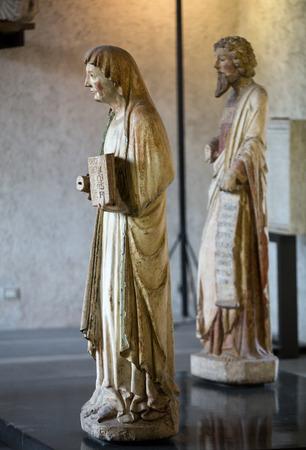 VERONE ITALIE - 1er MAI 2016: Statue de femme au musée de Castelvecchio. Vérone, Italie Banque d'images - 79844922