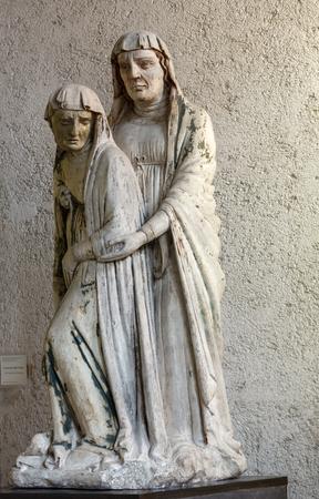 Vérone, Italie - 1er mai 2016: Statue de la femme au Musée Castelvecchio. Vérone, Italie Banque d'images - 81906113