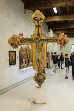 VERONA, ITALIË - MEI 1, 2016: Kruisbeeld in Castelvecchio-Museum. Verona, Italië Redactioneel