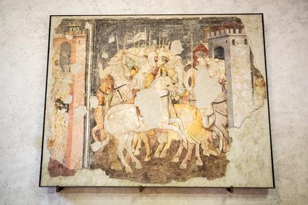 VÉRONE, ITALIE - 1er mai 2016: Chevaliers au combat au musée de Castelvecchio. Vérone, Italie Banque d'images - 82910362