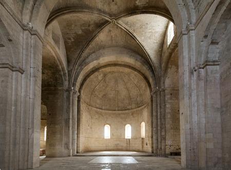 Intérieur de l'abbaye de Saint-Pierre à Montmajour près d'Arles, France