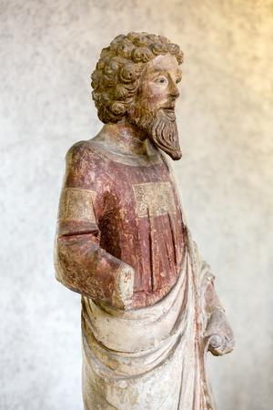 Vérone, Italie - 1er mai 2016: Statue de l'homme au musée de Castelvecchio. Vérone, Italie Banque d'images - 85669724