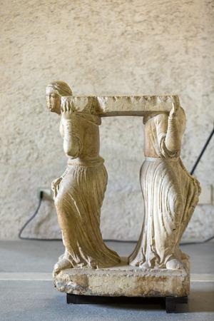 VÉRONE, ITALIE - 1er mai 2016: Statue de femme au musée de Castelvecchio. Vérone, Italie Banque d'images - 85917160