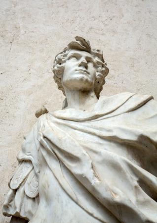 Statue de l'homme au musée de Castelvecchio. Vérone, Italie Banque d'images - 87316449