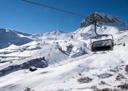 스키 지역에서 숙박료 알프스입니다. Val Gardena의 Sella 그룹이 내려다 보입니다. 이탈리아 스톡 콘텐츠