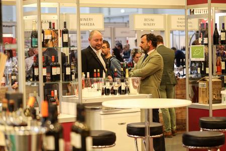 クラクフの国際ワイン見本市エノエキスポ。世界中のワインの生産者は、輸入業者や流通業者に会います。クラクフ。ポーランド