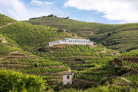 Tain l'Hermitage, France - 28 juin 2017: vue sur les vignobles M. Chapoutier Crozes-Hermitage à Tain l'Hermitage, vallée du Rhône, France