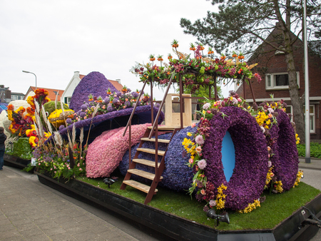 Noordwijkerhout, Netherlands - April 21, 2017: Platform with tulips and hyacinths during the traditional flowers parade Bloemencorso Editöryel