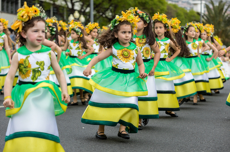 Funchal, Madeira, Portugal - April 22, 2018 : Annual parade of the Madeira Flower Festival in the city of Funchal on the Island of Madeira. Portugal. Foto de archivo - 100571017