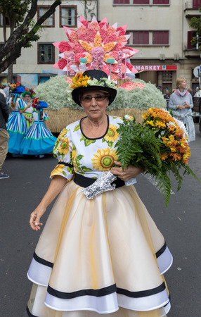 Funchal; Madeira; Portugal - April 22; 2018: Annual parade of the Madeira Flower Festival in the city of Funchal on the Island of Madeira. Portugal. Foto de archivo - 100570898