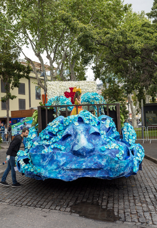 Funchal; Madeira; Portugal - April 22; 2018: The last moments before the parade, work on floral float decoration at the Madeira Flower Festival , Funchal, Madeira, Portugal Foto de archivo - 101774881