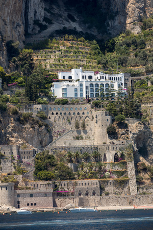 Exclusive villas and apartments on the rocky coast of Amalfi. Campania. Italy Banque d'images