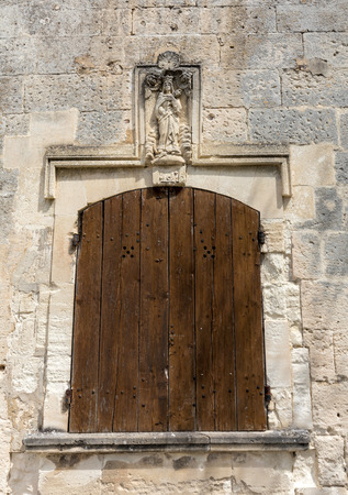 Old wooden door on stone  house  in Les Baux de Provence, France Archivio Fotografico
