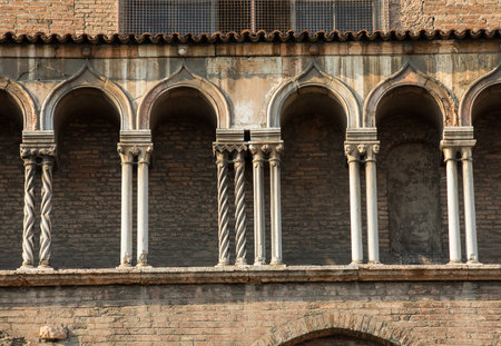 the side wall of Ferrara cathedral, Basilica Cattedrale di San Giorgio, Ferrara, Italy Banque d'images - 109109359