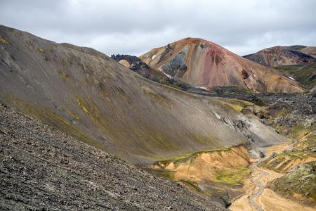 Montañas volcánicas de Landmannalaugar en la reserva natural de Fjallabak. Islandia Foto de archivo