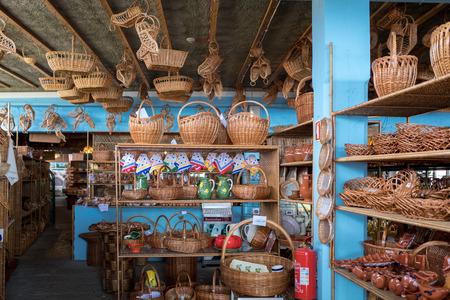 Camacha, Madeira, Portugal - April 19, 2018: Wicker baskets on sale in a factory shop in Camacha on Madeira Island. Portugal Standard-Bild - 121384105