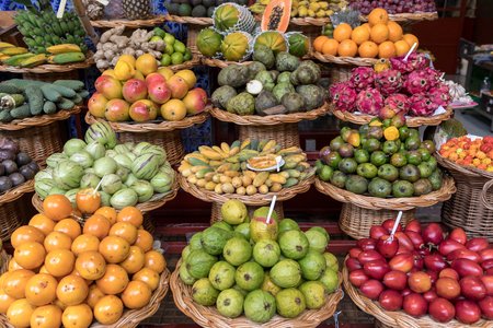 Fresh exotic fruits in Mercado Dos Lavradores. Funchal, Madeira, Portugal Archivio Fotografico - 124997260