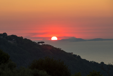 Romantic sunset in the Gulf of Naples. Sorrento. Italy 写真素材 - 124997592