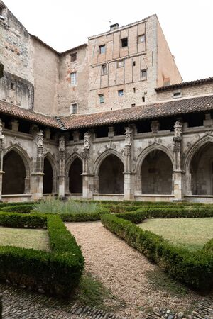 Medieval Cloister of Saint Etienne Cathedral in Cahors, Occitanie, France 스톡 콘텐츠