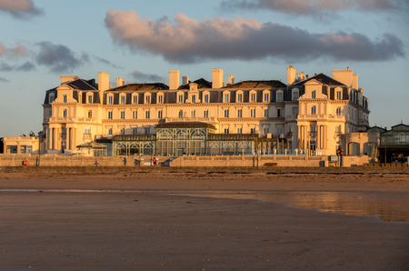 Saint-Malo, France - September 14, 2018: The Thermes Marins Spa is in a stunning location on the beachfront and overlooks a fine sandy beach in St Malo. France Archivio Fotografico - 129333216
