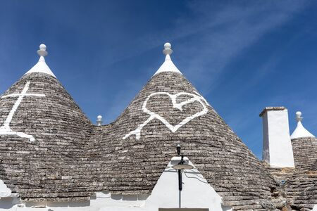 Stone roof of Trulli House in Alberobello, Italy. The style of construction is specific to the Murge area of the Italian region of Apulia (in Italian Puglia). Made of limestone and keystone. 版權商用圖片