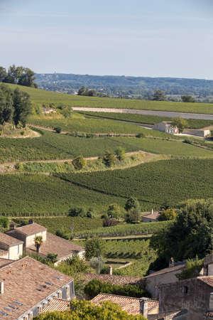 Famous French Vineyards at Saint Emilion town near Bordeaux, France. St Emilion is one of the principal red wine areas of Bordeaux and very popular tourist destination. Foto de archivo