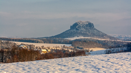 Lilienstein in the Elbsandsteingebirge Standard-Bild - 101449546