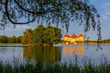 Island view in Moritzburg Standard-Bild - 101460017