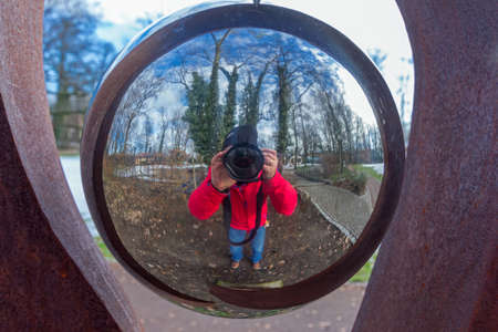 Reflection in a sphere Standard-Bild