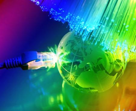technologie earth globe tegen fiber optic achtergrond Stockfoto