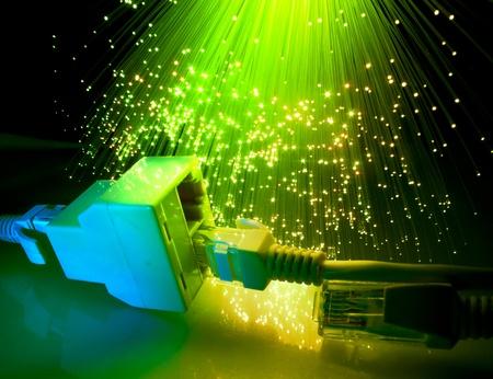 fibra óptica: cable de fibra óptica de red   Foto de archivo