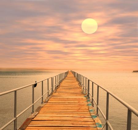 coucher de soleil: Bois plage Pier au coucher du soleil