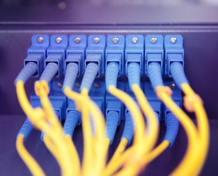 usługodawcy: strzaÅ' z kabli sieciowych i serwerów w centrum danych technologii