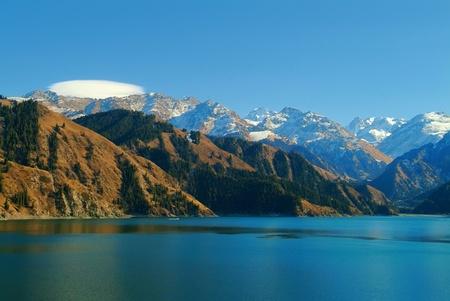 xinjiang: Heavenly Lake, Xinjiang, Chine Banque d'images