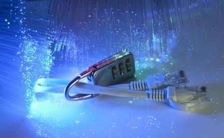 Lock et câble réseau sur fond de fibre optique Banque d'images