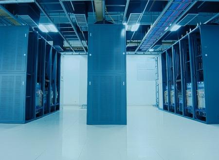 computer centre: conmutador y panel de conexiones de cables de red