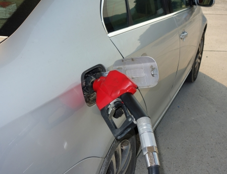to fill up: fill up fuel at gas station