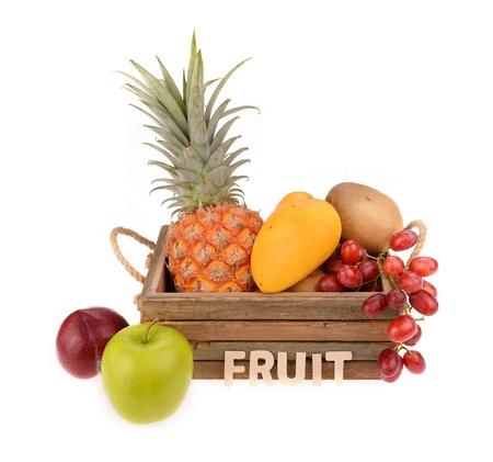 Frutta tropicale isolato su bianco