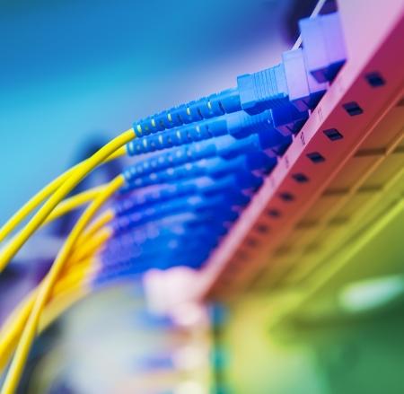 fibra �ptica: De transferencia de datos por tecnolog�a �ptica de fibra de informaci�n. Foto de archivo