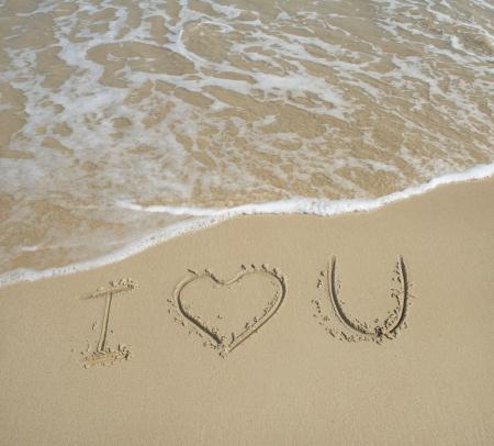 i love u: I love U sur la texture de sable