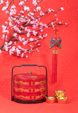 bonbonniere: Traditional chinese knot with bonbonniere Stock Photo
