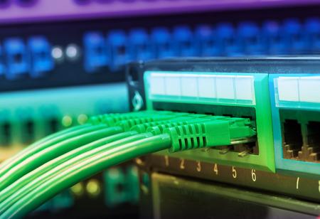 computer centre: cables de red conectados a cambiar