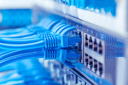 cable network: Conmutador de red y los cables, centro de datos Concept.