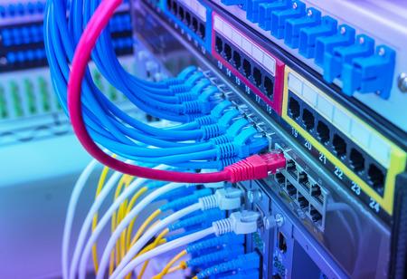 Switch di rete e cavi, Data Center Concept. Archivio Fotografico