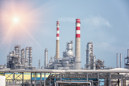 gas fabriek voor de verwerking. landschap met gas- en olie-industrie