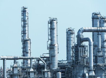 aceites: Fábrica de procesamiento de gas. Paisaje con gas y industria petrolera Foto de archivo